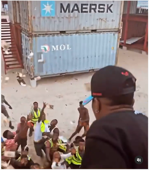 Wizkid Spray Cash on Loyal Fans Who Came Out to Greet Him in a Beach in Lagos (Video)