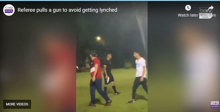 Referee Pulls out Gun during Football Match in Honduras (VIDEO)